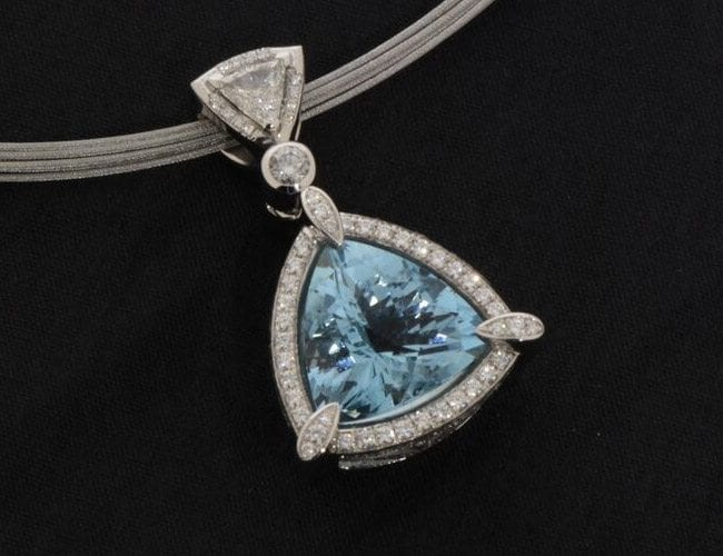 turquoise jewelry pendant product photography example