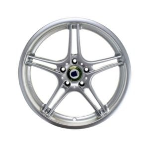 chrome star 5 spoke car tire rim automotive product photography example