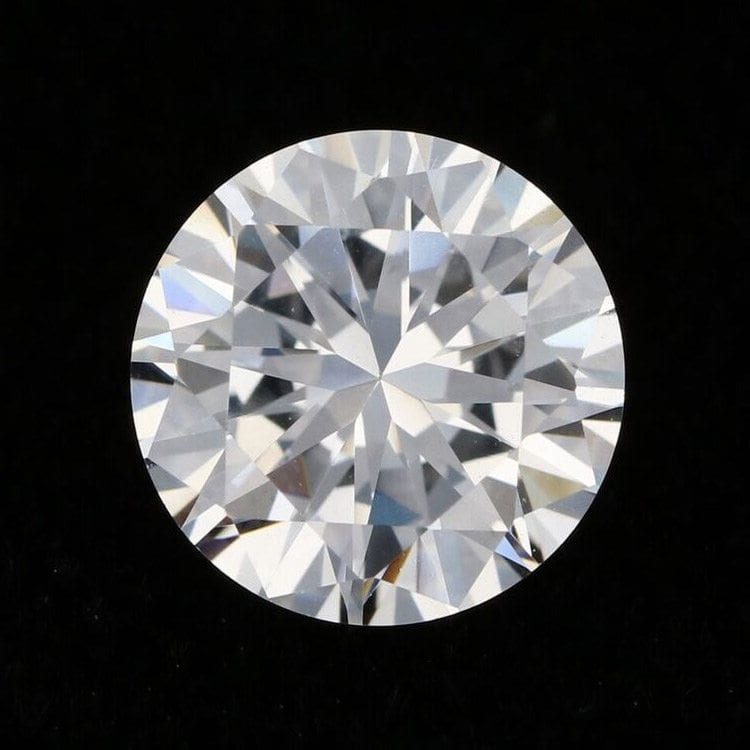 solo round cut diamond fine jewelry shiny product photography example