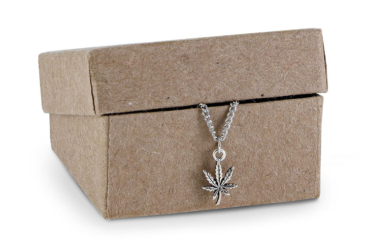 pot-leaf-necklacein-box